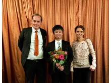 Joel Eklund med Dr. Yohei Jinno och Dr. Anna Nilvéus Olofsson