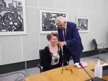 Den afgående borgmester gav den nye borgmester kæden på