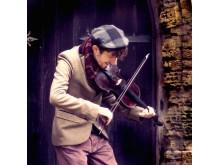 Rowan Piggott uppträder under Hemavan Folk Music Fest 2-5 mars