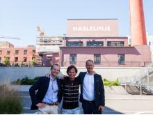 Petter Stordalen sammen med Andreas Jul Røsjø, konserndirektør Eiendom i AF og Eirik Thrygg, administrerende direktør i Höegh Eieindom foran HasleLinje.Foto: Yvonne Sollihagen