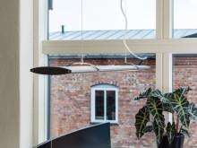 Med nya LED-armaturen Ra får du ett bra rumsljus tack vare ett både direkt och indirekt ljus.