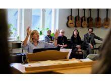 Anna Ekström på musiklektion