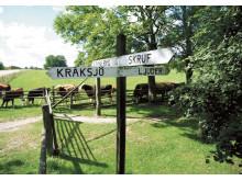 Åkerby vägskäl i utvandrarbygd