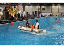 Familienspaß auf motorisiertem Schlauchboot des Sächsischen Motorwassersportverbands