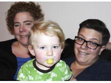 Familjen Linnea Björnstam och Katina Staf med lilla dottern Vera