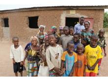 barn som smiler over mulighetene til å gå på skole på en Speed School i Mali