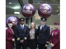 Qatar crew och Charlotte Ljunggren, flygplatsdirektör Swedavia