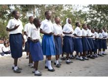 Flickor i skolan tack vare flicktoaletter