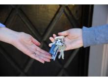 Lämnar över nycklar