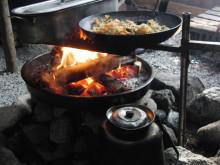 Gott med kaffe kokat över öppen eld. Foto : Eleonore Hedman