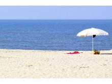 Durrësin kaupunkia reunustaa leveä hiekkaranta.