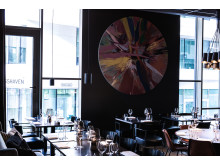 Beautiful Amore av Damien Hirst plassert i Thief Foodbar