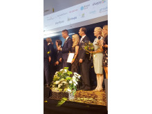 På Retail Awards scen står vinnarna, bland annat Årets Ledare 2017: Susanne Ehnbåge, vd NetOnNet