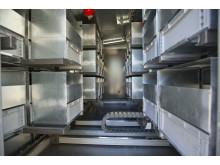 Inne i den automatiska miljöstationen, en ny innovation från Stockholm Vatten, som tar emot farligt avfall.