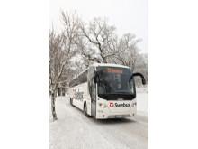 Swebus buss i vinterlandskap front