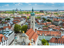 Bayern_M├╝nchen_Blick_Richtung_Viktualienmarkt,_Heilig-Geist-Kirche_