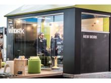 In dem unter Federführung der Werkstatt Edgar Reinke, Berlin, entwickelten Tiny House steht auf acht Quadratmetern modernste Konferenztechnik zur Verfügung.