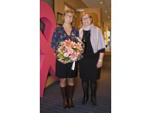 Årets Bröstsjuksköterska Kerstin Ahlberg och BRO's ordförande Elizabeth Bergsten Nordström