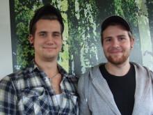 Hårt tryck på golvkurser - Jimmy Ahlén och Pontus Björkholm från Stockholms Interiörgolv AB i Bandhagen på kurs i Golvteknik.