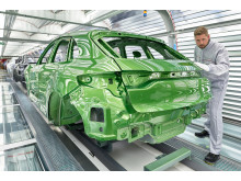 Bright: the new Macan in the light tunnel of the paint shop