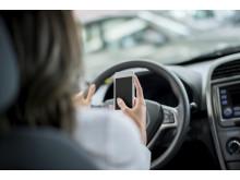 Bilkörning med telefon