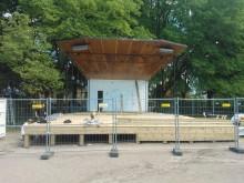Byggnation av scen i Linköping