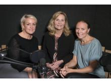 Karin Adelsköld och gynekologen Helena Kopp Kallner pratar om PMS i podden Freja på PMS-dagen den 21 november. I mitten programledaren Ingvor Farinotte
