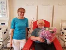 Hans Karsten Nielsen, donor og Charlotte Mortensen, der førte nålen