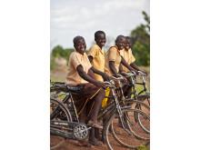 Ge bort en cykel till en flicka i Ghana