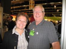 Bokmässan: Arja Leppänen och Per Egil Skal i Nätverket mot cancers monter