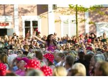 Lotta Engberg längtar till sommarens allsång
