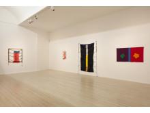 Installationsvy med verk av Margareta Hallek