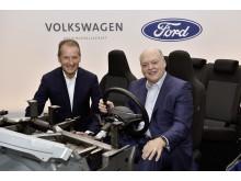 Herbert Diess (Volkswagen) og Jim Hackett (Ford)