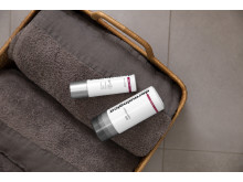 Daily Superfoliant and Dynamic Skin Recovery on Towels