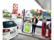 Katarina Luhr, Stockholms klimat- och miljöborgarråd, inviger biogasstationen på Circle K Frescati