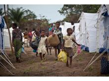 Barn flyr från Elfenbenskusten till Liberia