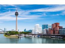 Der Düsseldorfer Medienhafen mit den berühmten Gehry-Bauten und der Marina Düsseldorf, dem ersten privaten Yachthafen am Rhein