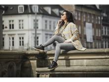 Mascha Vang i en sporty kort støvle i skind fra hendes egen kollektion