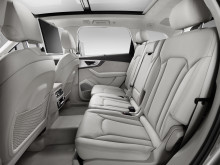 Q7 interior rear