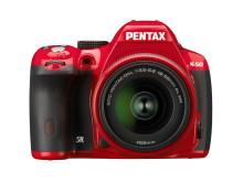 Pentax K-50 röd framifrån