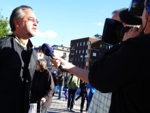 """Alfons Karabudas intervjuas av SVT under """"Free Pussy Riot"""" på Live at Heart 7 september 2012"""
