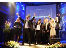 Glada medarbetare får ta emot kundkristaller 2018