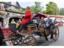 Kurt Flemming ankommer med familie i kapervogn til Bakkens Oscar 2018