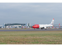 Boeing 737-800 Gatwick landing