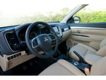 Ny formstark crossover - nya Mitsubishi Outlander interiör