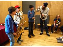 Børn spiller saxofon i Det Klingende Museum - nyt tiltag på Musikmuseet