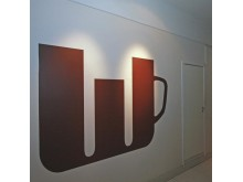 Schablonmålad vägg cafe dubbel W