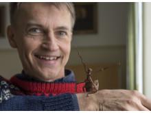 Professor Fredrik Ronquist med vandrande pinne.