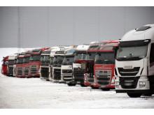 """Fast"" rekke med utenlandske vogntog ved Fugleåsen døgnhvileplass"