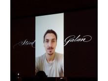 Zlatan Ibrahimović kunde inte ta emot sitt pris själv men skickade en videohälsning